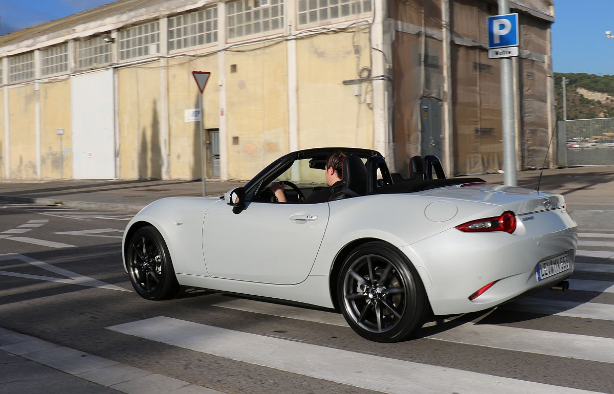 der neue mazda mx 5 sports line mit 160 ps starkem motor im fahrbericht japansport. Black Bedroom Furniture Sets. Home Design Ideas