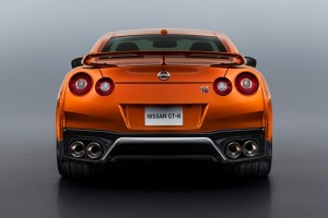Nissan-GT-R-2017-09
